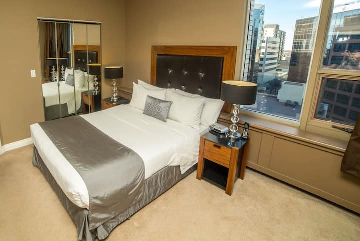 Luxurious 2 Bedroom in Downtown Regina Highrise