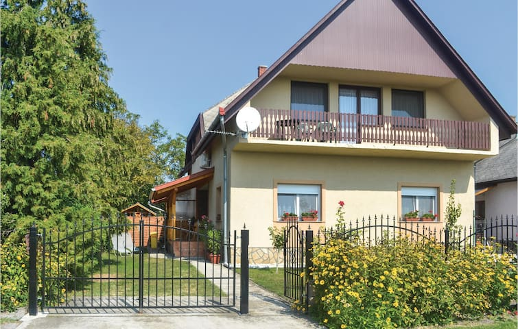 Holiday apartment with 2 bedrooms on 90m² in Balatonfenyves
