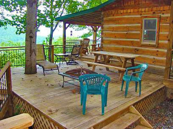 Bear Hug Cabin - Romantic Cabin with Hot Tub and Stunning View of the Great Smoky Mountains National Park - Minutes to Hiking and the Train