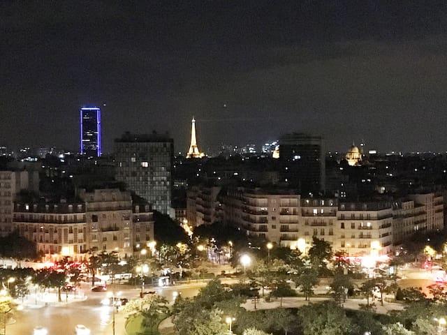 Paris, pour un mois ou plus.