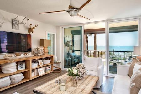 Beachfront Newly Remodeled Georgous