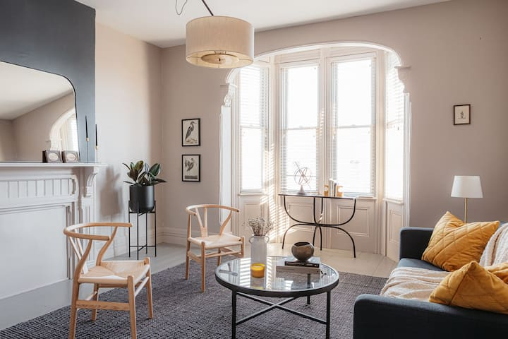 Gentle Season: A Lovely Historic Apartment