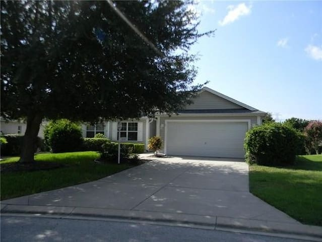 3br w/REAR PRIVACY, golf cart, grill; walk to pool - The Villages - Hus
