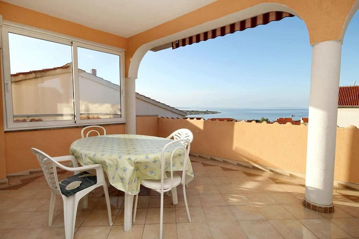 One bedroom apartment with terrace and sea view Novalja (Pag) (A-9334-b)