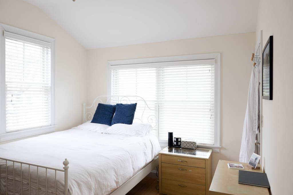 Guest bedroom with queen bed posturepedic mattress.