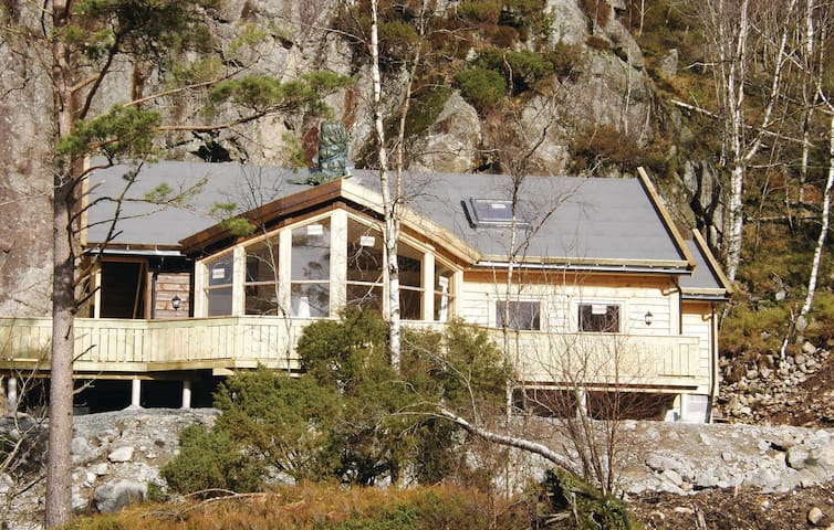 Holiday cottage with 5 bedrooms on 120m² in Moi