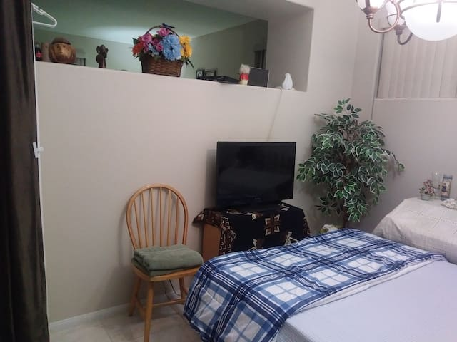 Shared Room 15 Minutes From Strip