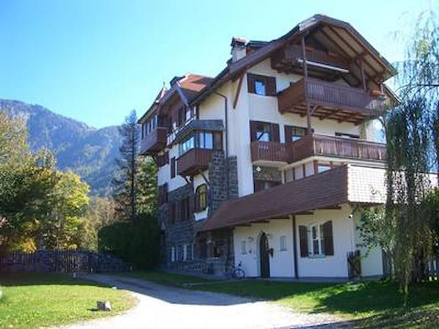 Inviting holiday apartment w/ magnificent panoramic views, in a quiet location, immediate vicinity of the village center