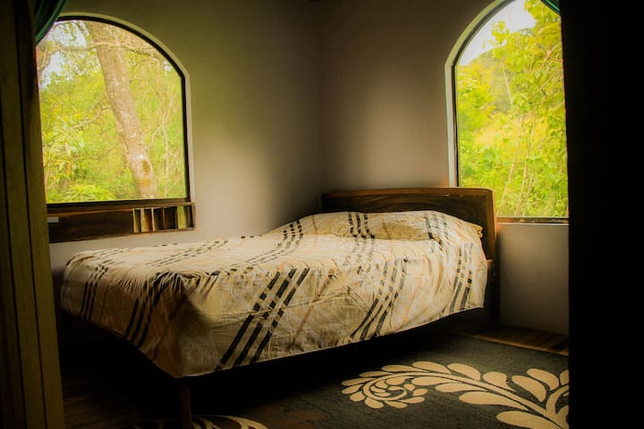 Casa Alquimia B&B: Full Sized Bed - Private Bath - Monteverde - Byt