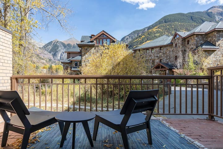 Private Patio + Huge Views + Downtown + Parking