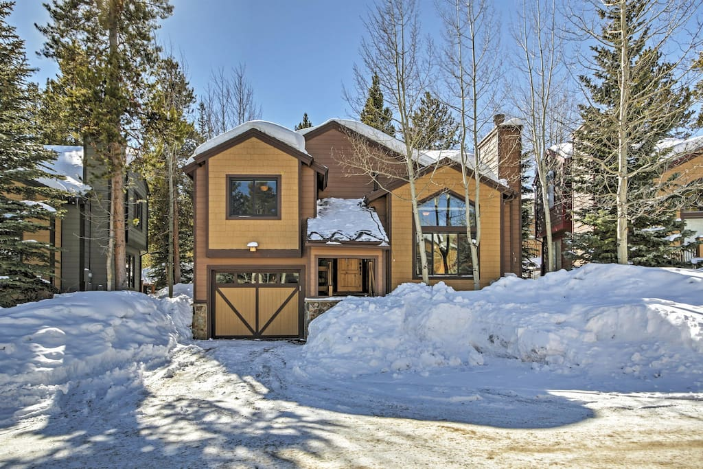 Let this exquisite Breckenridge vacation rental house serve as your ultimate home base for exploring the Rockies.
