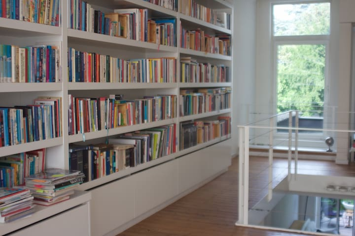 Stylish house, full of books & magazines - Antwerpen