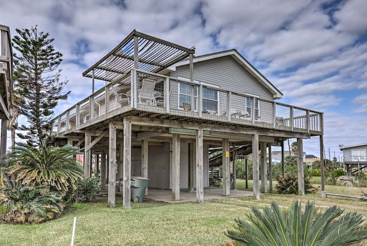 Updated Galveston Home w/ Deck - 150 Ft. to Beach!