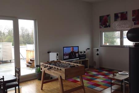 Penthouse Zimmer mit top Anbindung - Hohenbrunn