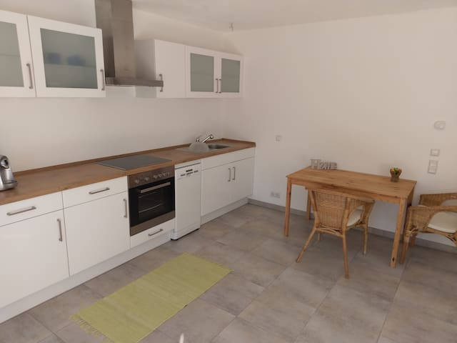 Dein/Euer Zimmer bzw. Studio mit Küchenzeile