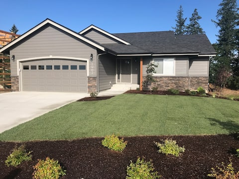 Keizer Country Guest Home, Modern  Solar Powered