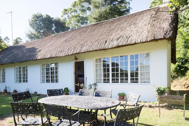 Woodcroft cottage on river - Lidgetton - House