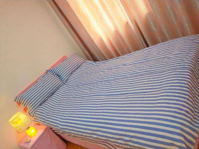 舒适温馨1.2*2米单人床