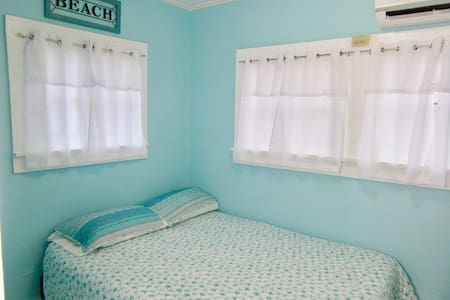 ❤Tommy's Bahama Island Style Escape❤ - EXTRA Clean