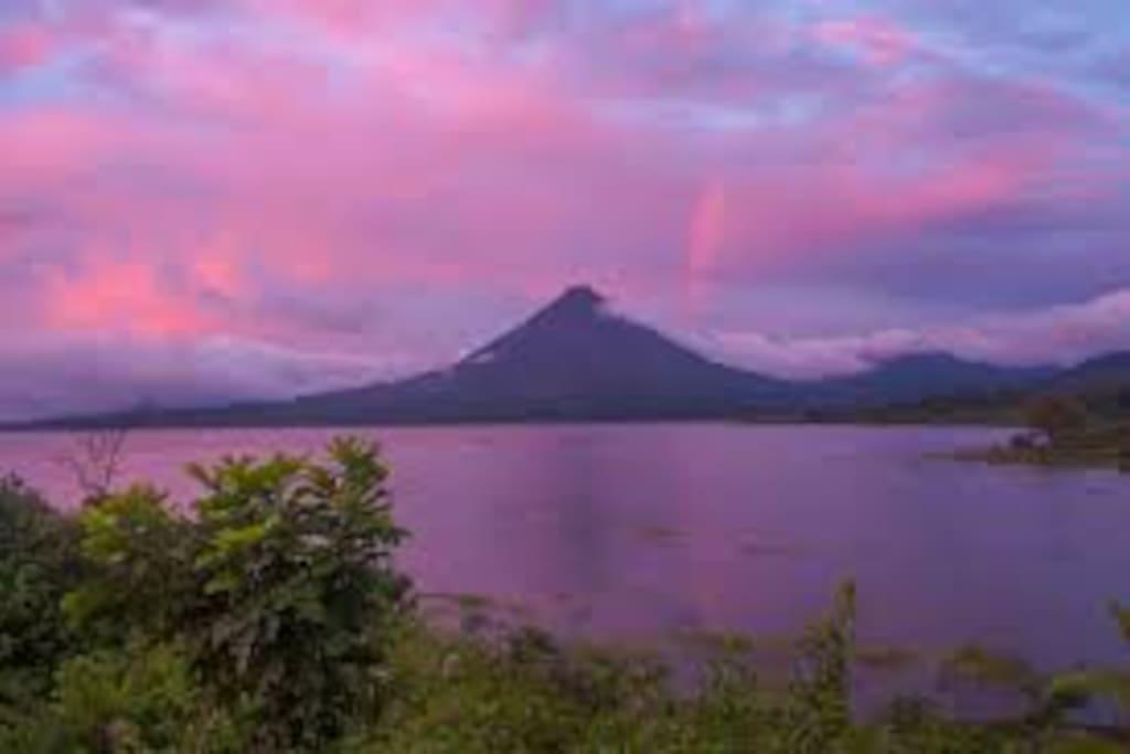 Amanecer Lago Arenal