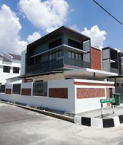 Comuna 10 - Kota Permai, Penang
