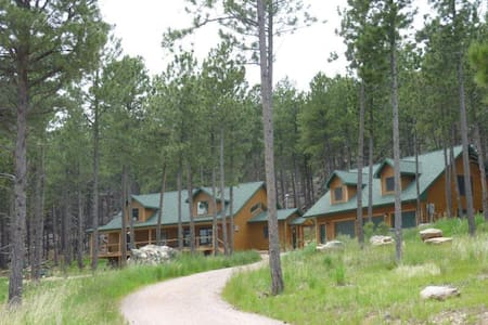 Laramie Bluffs Mountain Getaway - Custer - Loft