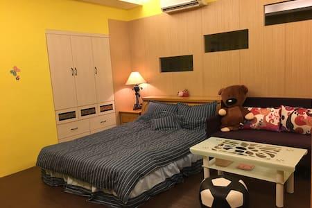 《陸陸巷》臺南日租甜蜜套房 - Condominium