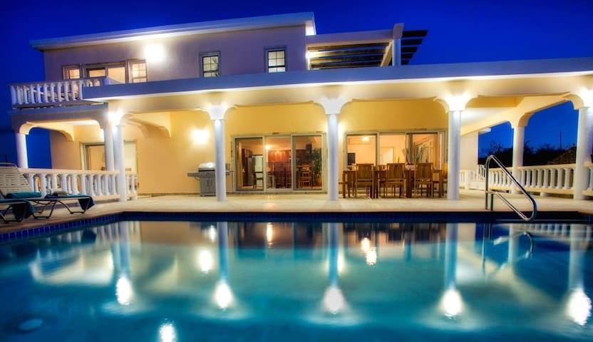 4 master bedrooms, Ocean View, with Pool  villa