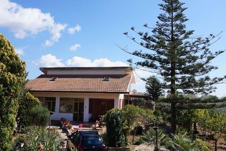 EdenMarvenera villa with pool near the sea