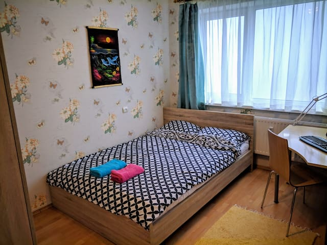 Cozy private room,near airport/bus station/seaview