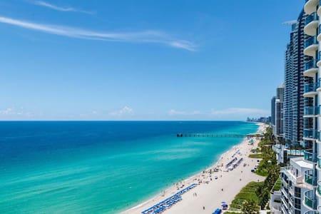 Luxury, 2balcony by beach,FreeFood! - 노스 마이애미 비치(North Miami Beach)