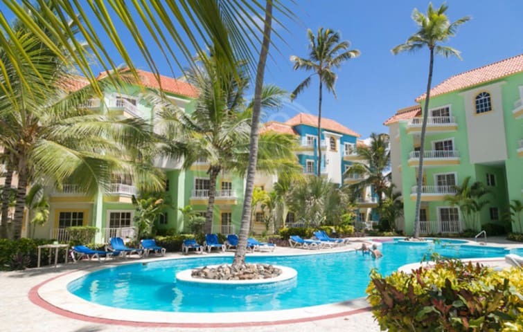 Pool View Condo 5 minutes from Beach. 1 Bed (King)