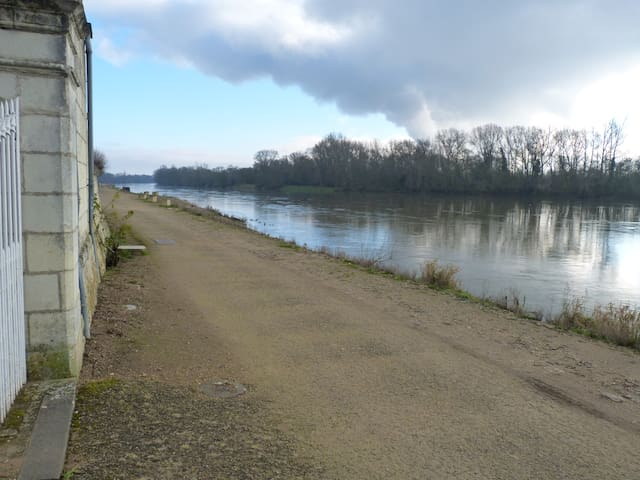 Maison de bourg avec vue sur bord de Loire