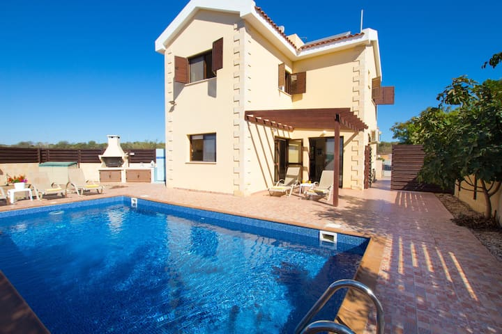 3 Bedroom Villa Near Nissi Bay - Ayia Napa - Rumah