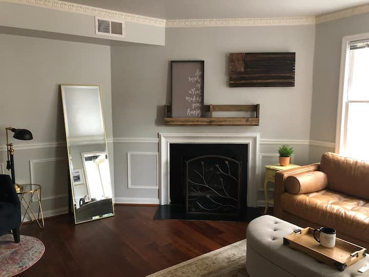 Large 1 bedroom in Chevy Chase DC. Walk to metro