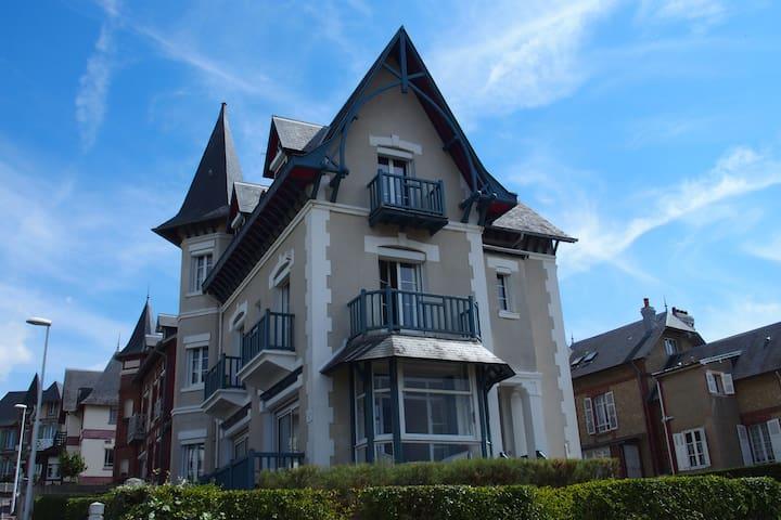 Belle Villa Anglo-Normande 50m plage-3km Deauville