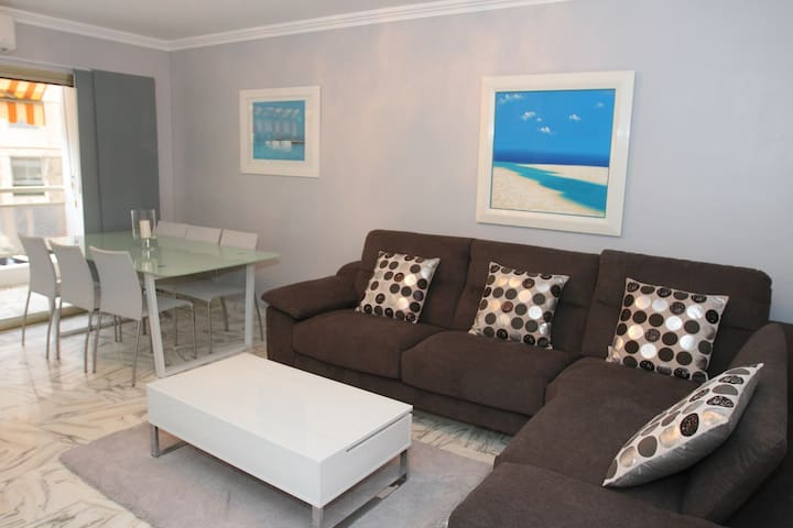 Bright Two Bedroom in Cannes!