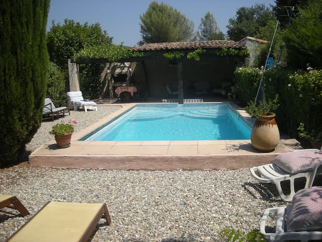 Appartement T2 avec piscine en Provence - La Destrousse - Apartment