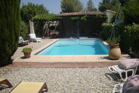 Appartement T2 avec piscine en Provence - La Destrousse