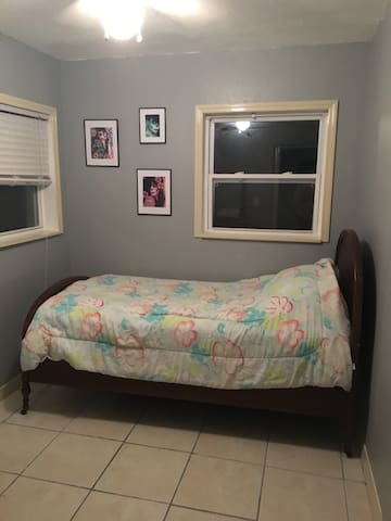 Guest room in College Park near i4 - Winter Park
