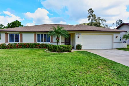 LOCATION! LOCATION! LOCATION! A+ - Fort Myers - Casa
