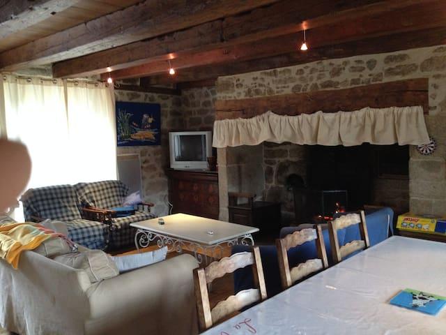 Gîte chaleureux en Auvergne - Menet - Casa