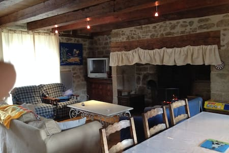 Gîte chaleureux en Auvergne - Menet - House