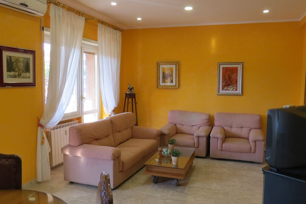 Camera Arancio - Salone - Divano Letto Matr.