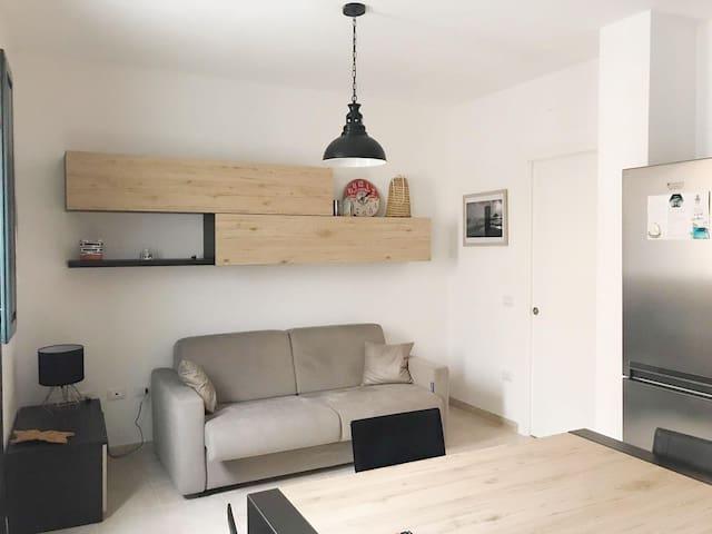Cucina-soggiorno con divano letto