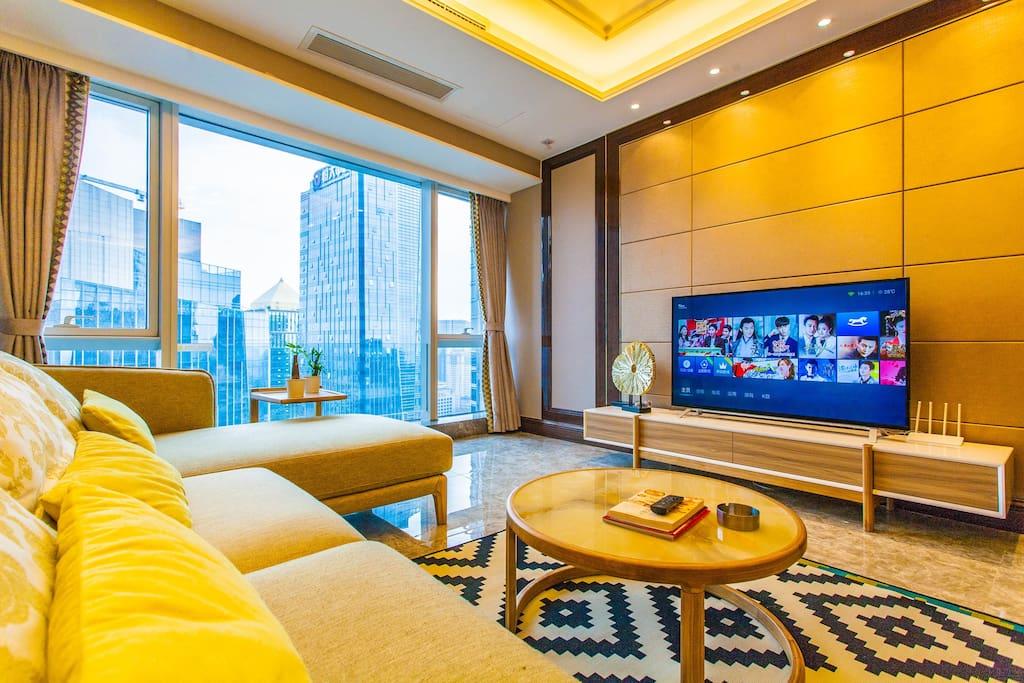 一边欣赏电视节目,一边观看窗外绝美景观。20m宽带,可以随时享受4k的视听盛宴。智能电视,随时看各种在线高清节目。