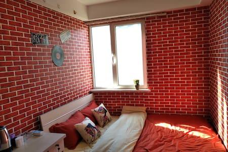 沙河高教园园站 爱巢主题公寓式客栈阳光大床房 - Пекин
