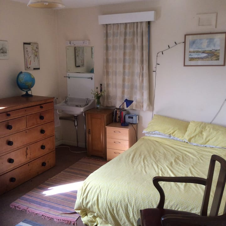 Lovely room available in Family Home.