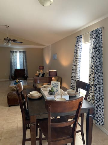 Beautiful Townhome near Navarre Beach!