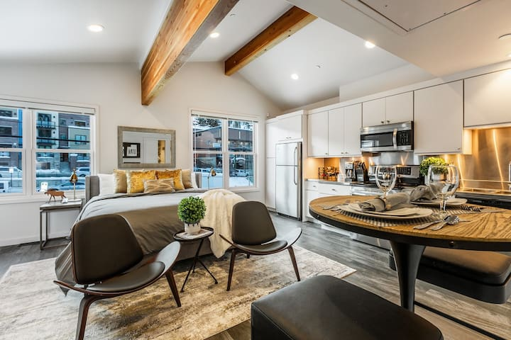 NEW! See the Stars at SUNDANCE! Steps from Historic Main-Tiny Home w/Fireplace and Balcony - By PADZU